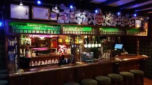 Le comptoir du Cambridge Pub Dieppe